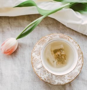 start a tea blog- one of the trending micro niche blog ideas to try!